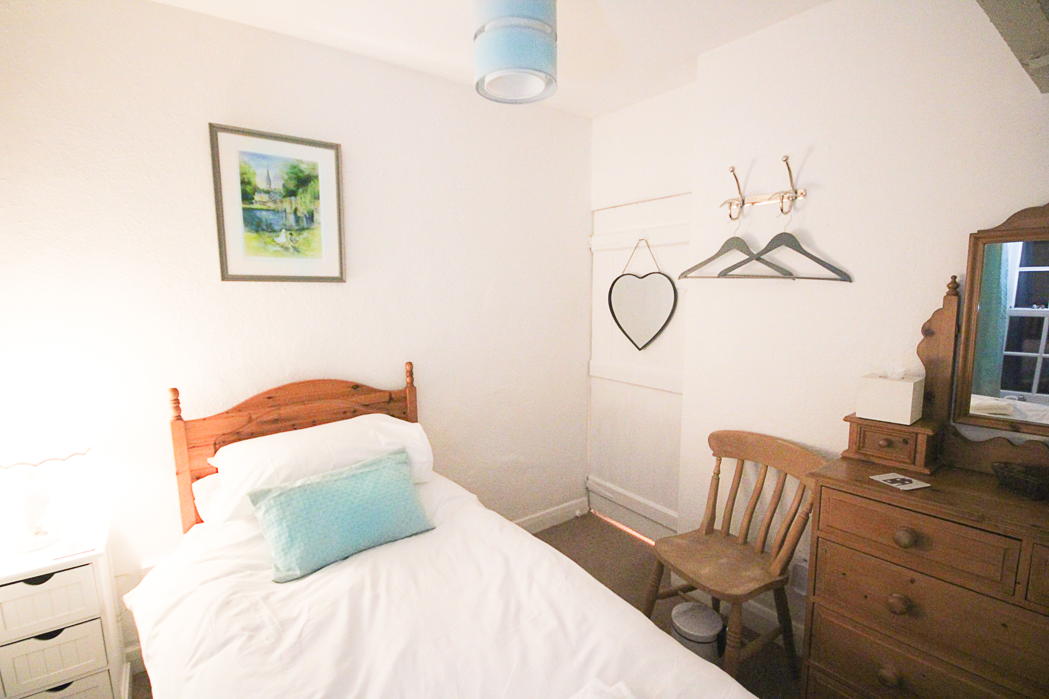 Bakewell cottage bedroom2